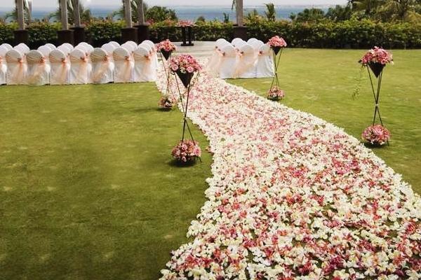 26 Creative Wedding Aisle Runners