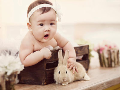 18 Adorable Baby + Pet Photos