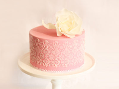 15 Romantic Laced Cakes