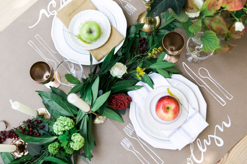 16 beautiful place setting ideas for fall weddings Places to have a fall wedding