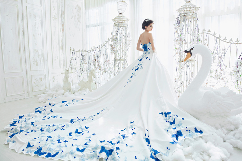 30 Breathtaking Wedding Dresses For Glamorous Brides