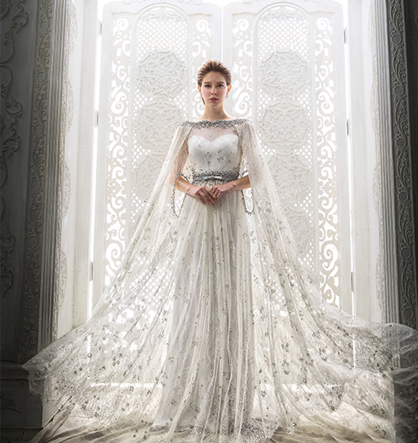 White Wedding Dress Queen Victoria: Ice Queen Style! 25 Stunning Wedding Dresses For Winter