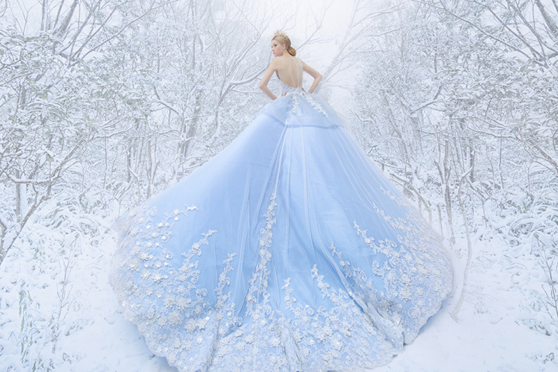 23 Utterly Romantic Wedding Dresses with Snowflake-Inspired Lace ...