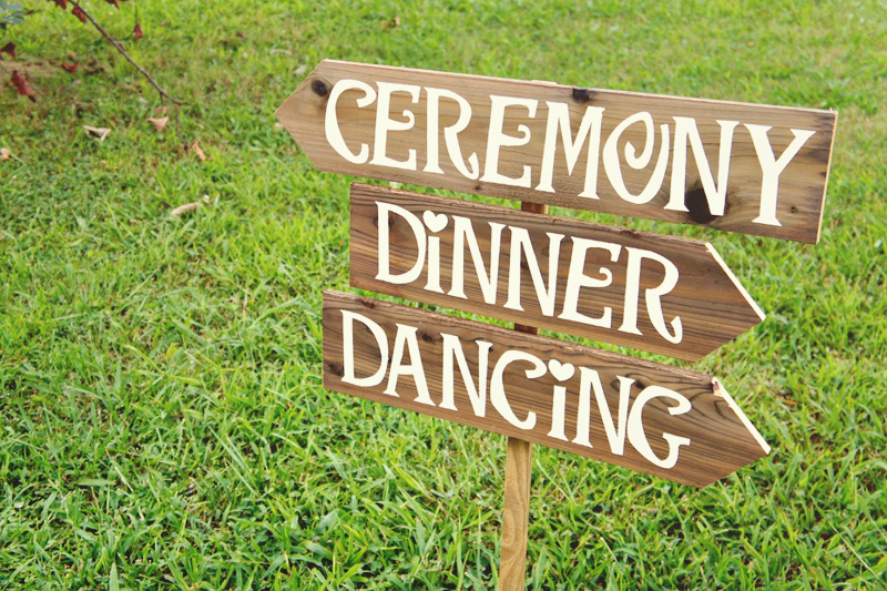 22 Creative Wedding Signs Your Guests Will Love