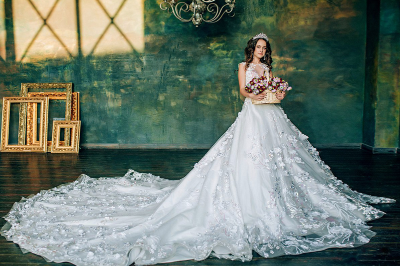 A Touch Of Sparkle 30 Beautiful Wedding Dresses With Glittering