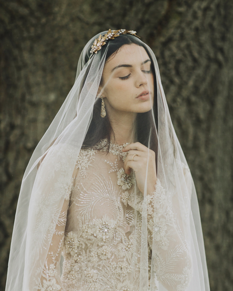 02-romantic-golden-chantilly-lace-drop-veil
