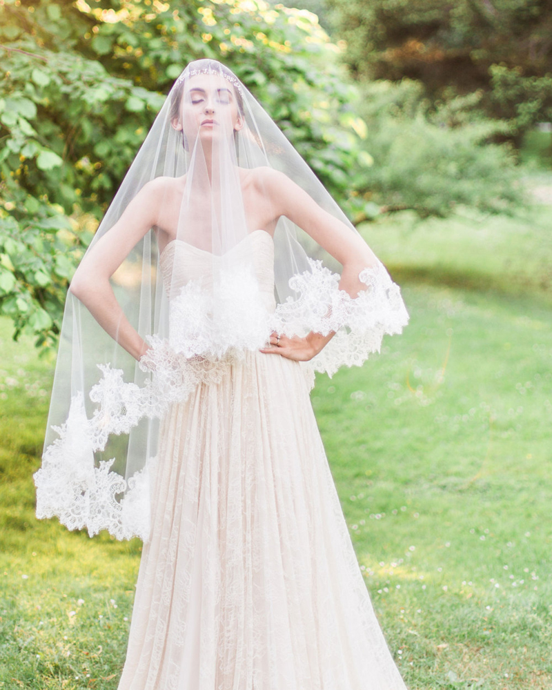 15-cassia-chantilly-lace-fingertip-veil