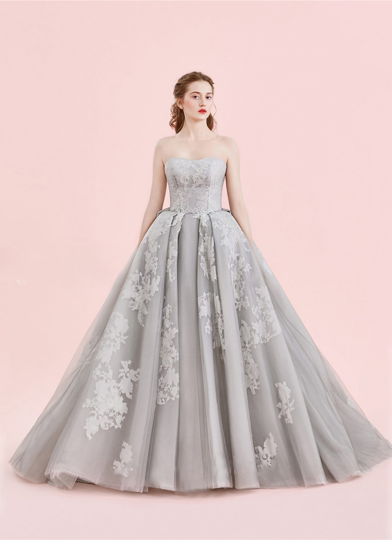 8 Effortlessly Dreamy Grey Wedding Dresses For the Romantic Bride