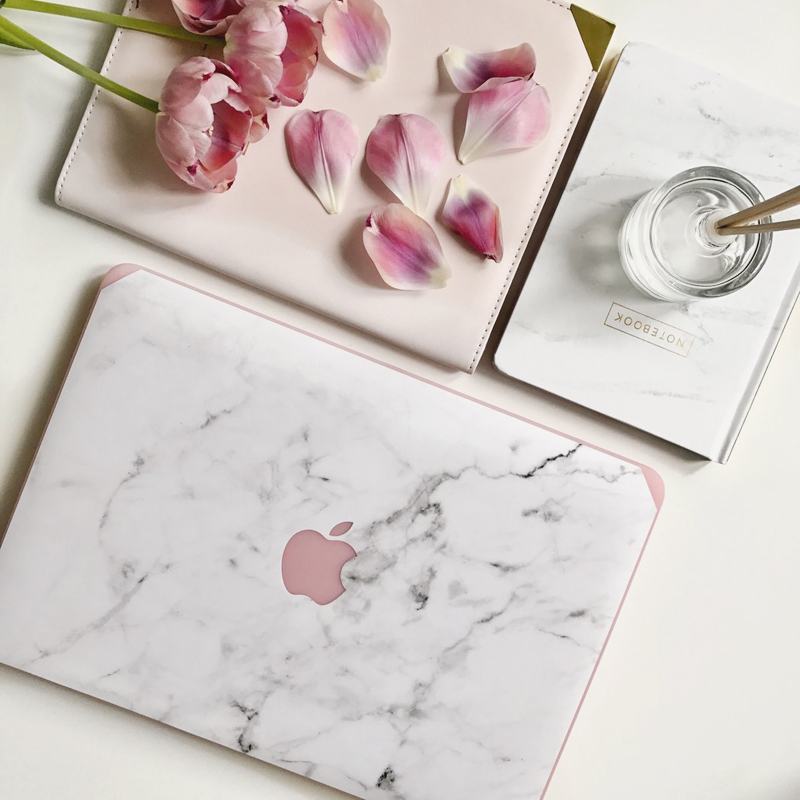 03-Marble Macbook Case