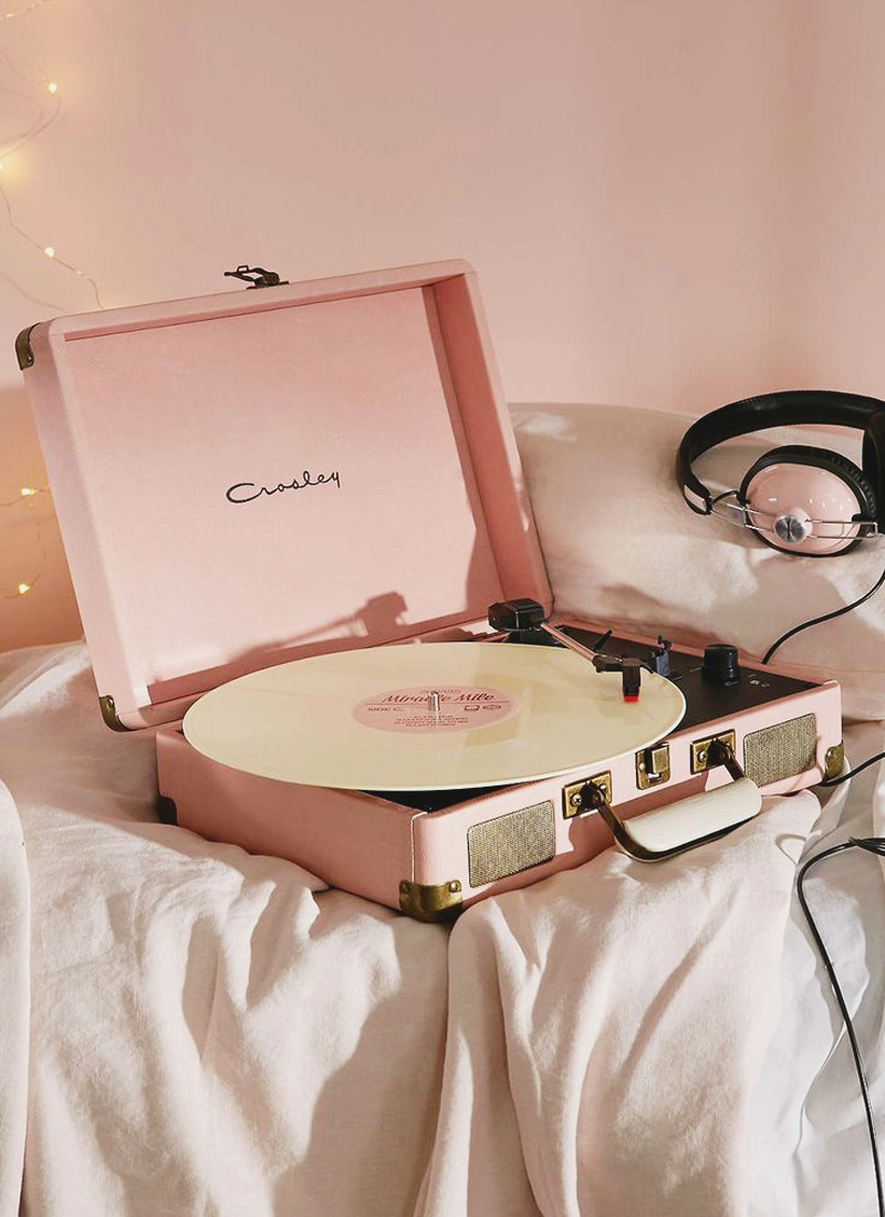 05-Crosley Velvet Bluetooth Record Player