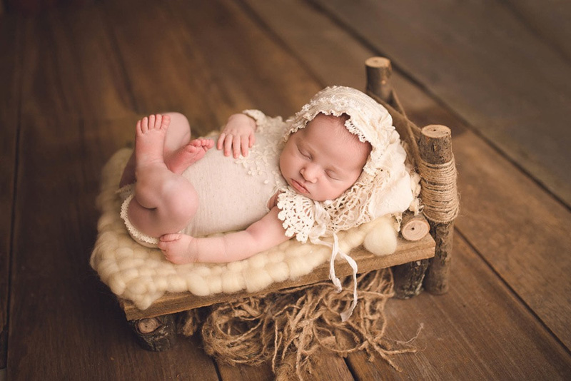 05-Newborn Photography Wooden Bed