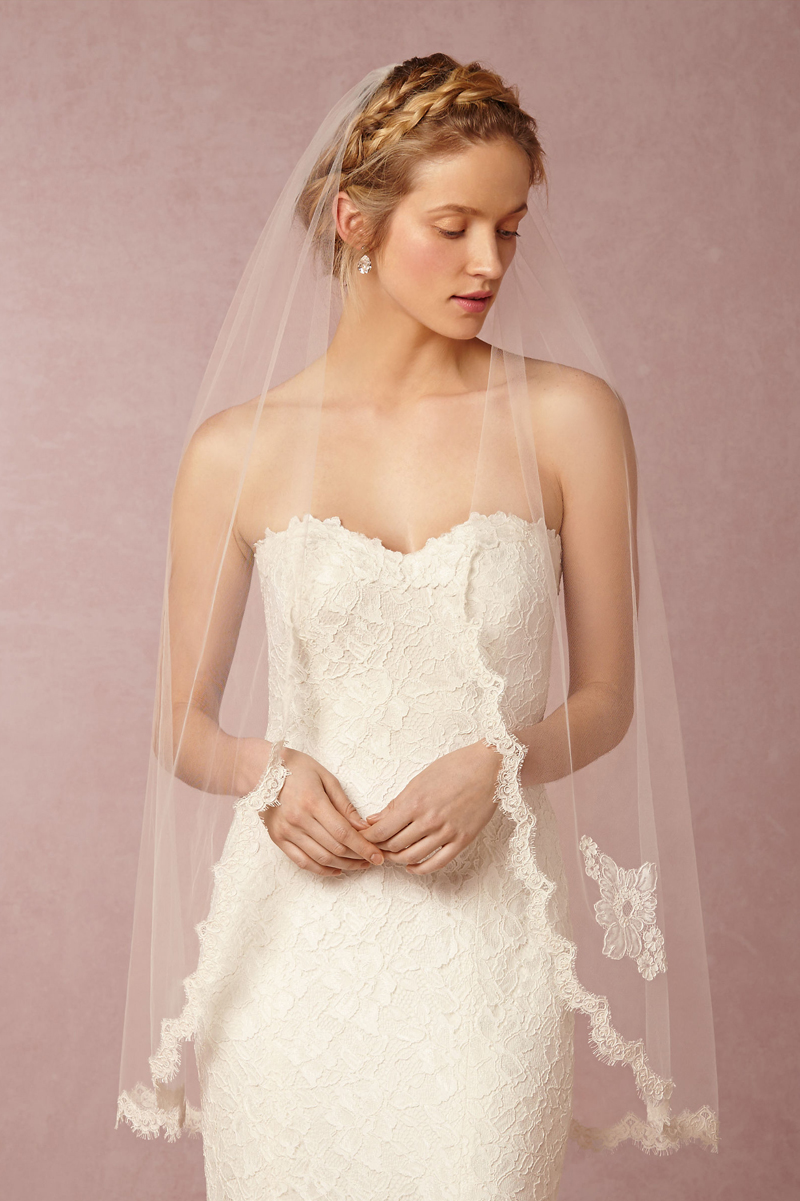 06-Scalloped Fingertip Veil