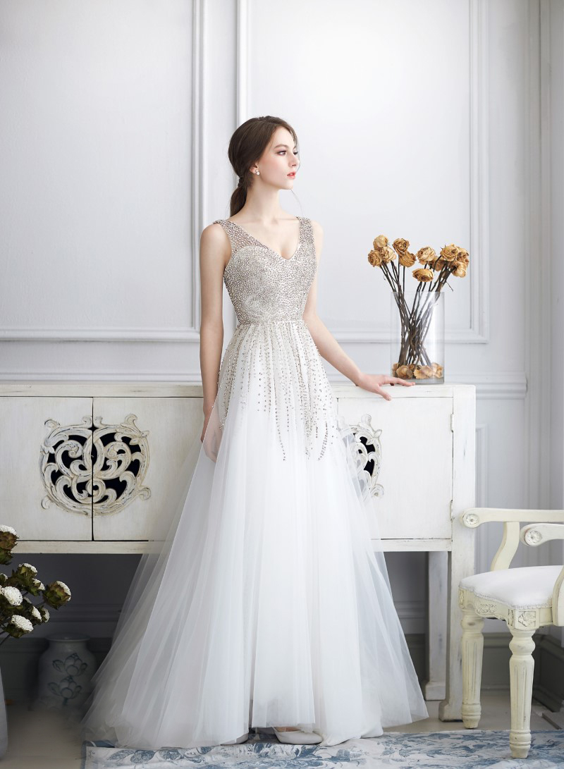 20 Modern Wedding Dresses With a Touch of Glam! - Praise Wedding