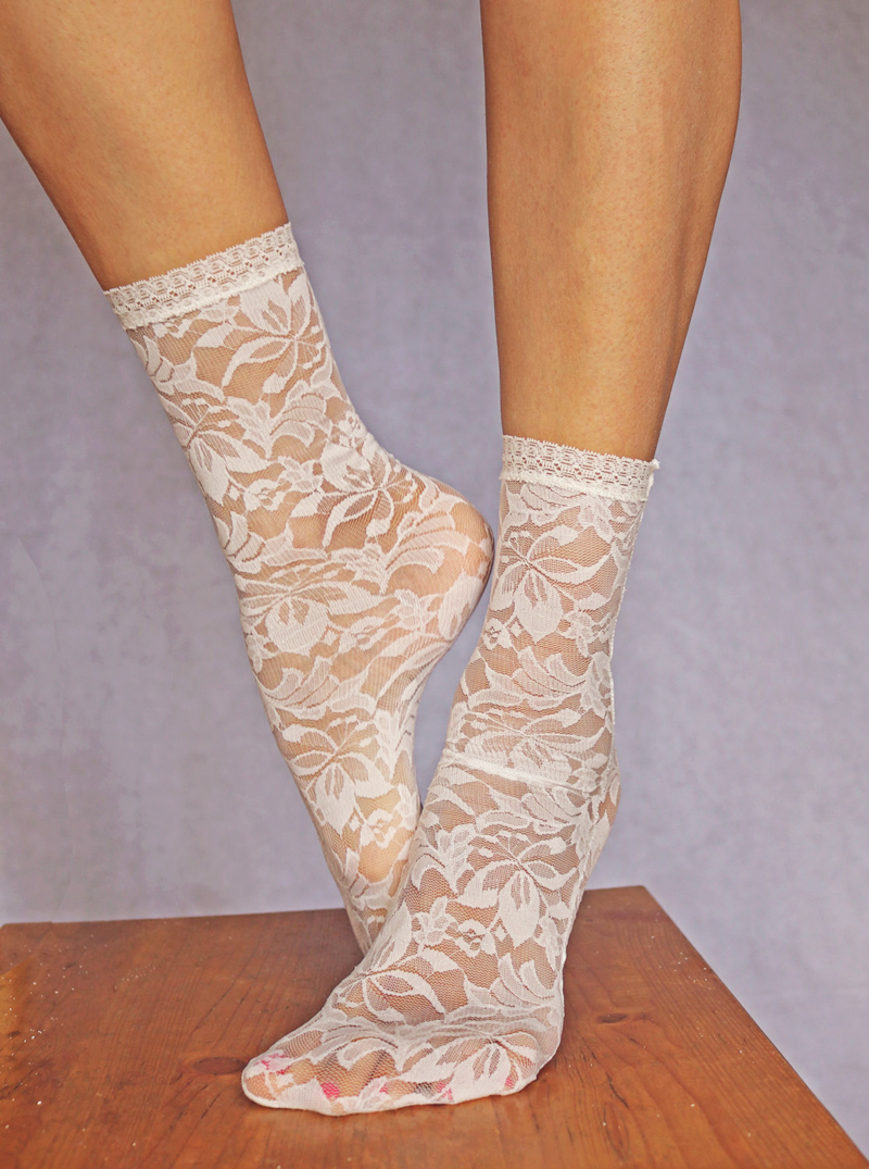 09-Ivory Floral Lace Socks