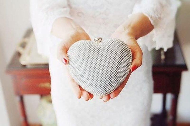 10-NAFE Studio Heart-Shape Bridal Clutch