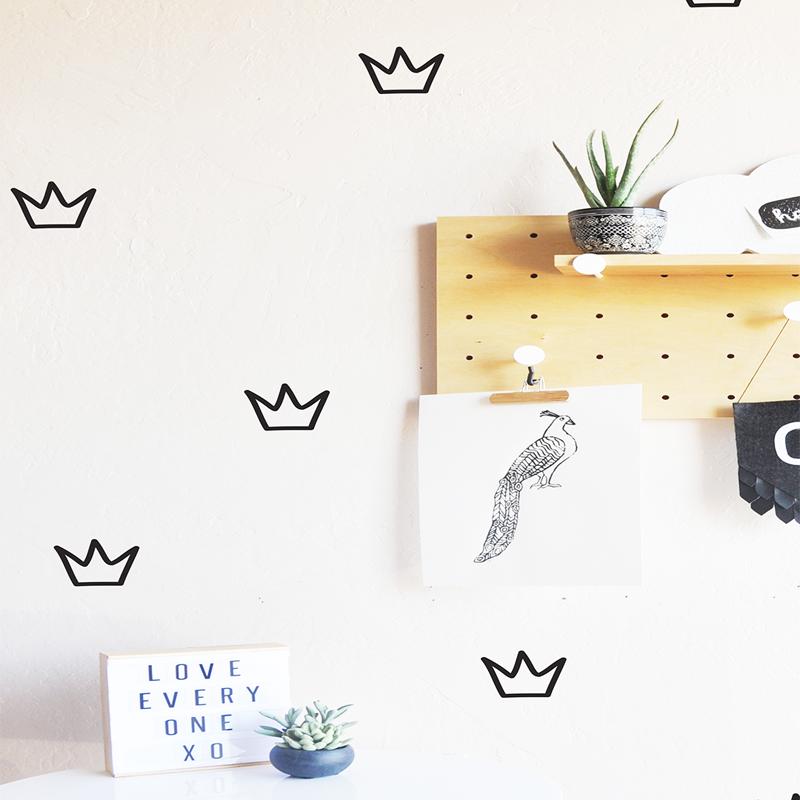 17-Crowns_Black