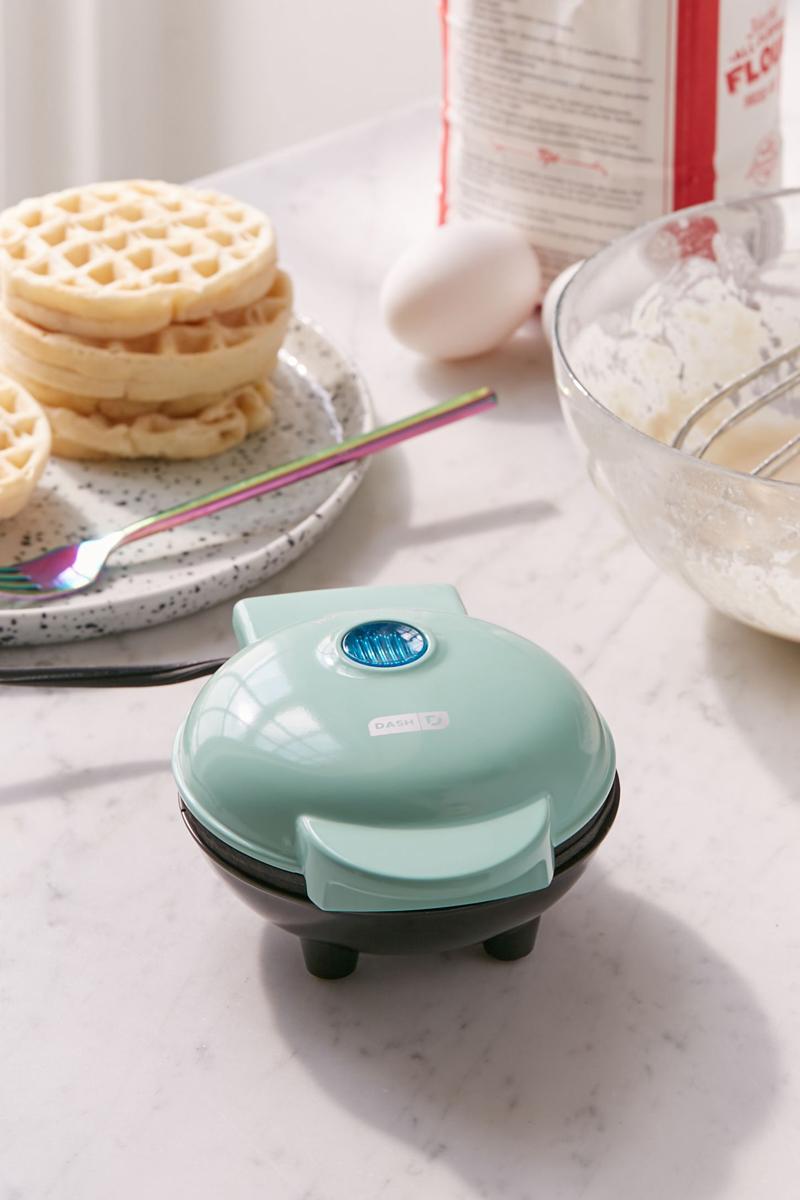 09-Mini Waffle Maker