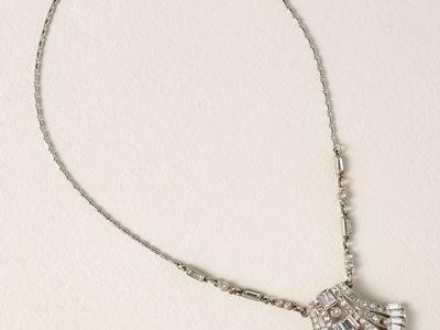 Vanora Pendant Necklace