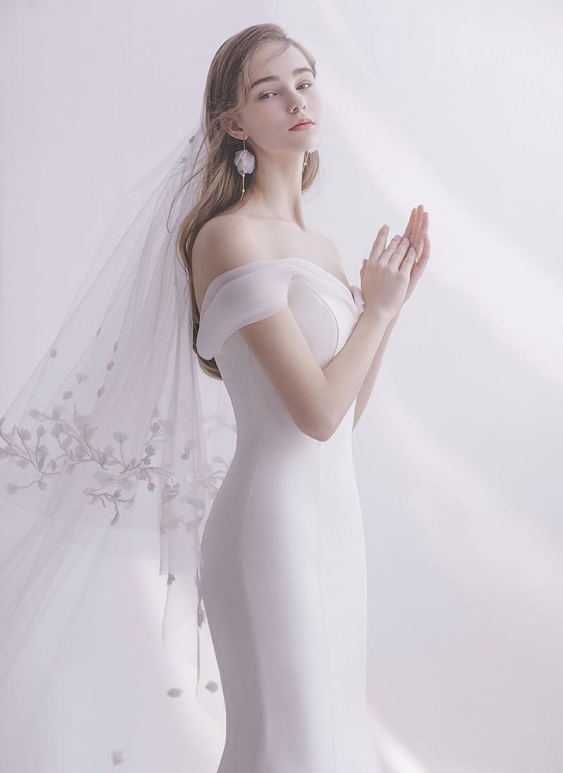 wedding dress elopement and ceremony